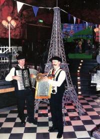 Zij kunnen als Franse muzikanten de sfeer van La France oproepen
